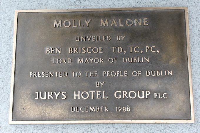 The original Molly Malone plaque from 1988